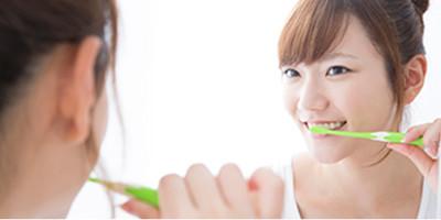歯磨き女性